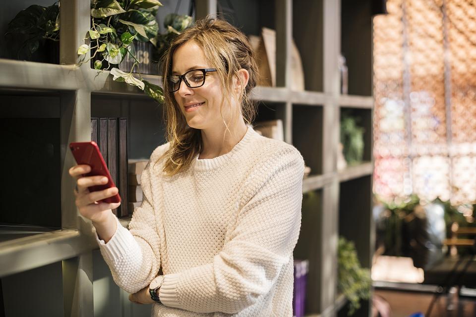 Jak SMS-y do pacjentów mogą pomóc Twojej placówce?